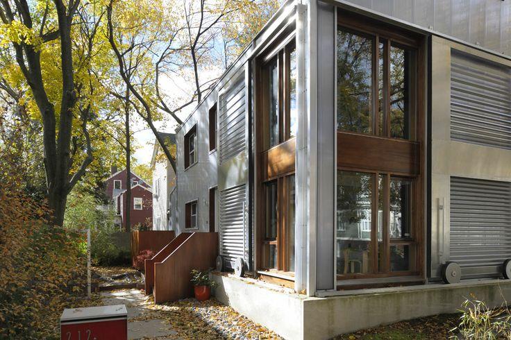 Alessandro Armando – Manfredo di Robilant Architetti, Casa urbana con grande finestra, Cambridge Massachusetts