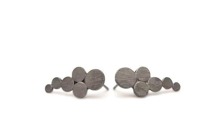Ørestikker - forgyldt eller i oxideret sølv - eksempelvis disse fra Pernille Corydon