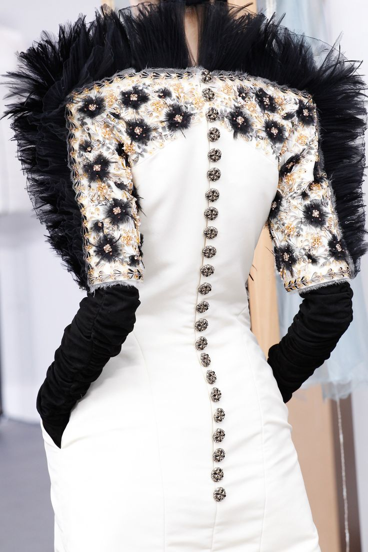 Clothing Accessories by http://www.hoffadesign.com/ - Chanel Fall 2016 Couture Accessories Photos - Vogue