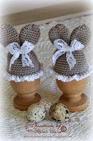 Hoe leuk kan het ontbijt worden met deze charmante paashaas eiermutsjes.      Het patroon komt van bij Handmade by Jolanda .   Deze eiermut...