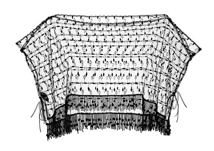 BIJOUX Breve poncho in pizzo su tulle con frange in canottiglie al fondo. www.blomming.com/mm/AltaModaDonna/items/bijoux-poncho