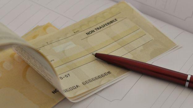 """Caserta. Tenta di incassare assegno """"falsificato"""" di 50.000 euro, denunciato a cura di Redazione - http://www.vivicasagiove.it/notizie/caserta-tenta-incassare-assegno-falsificato-50-000-euro-denunciato/"""