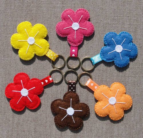 Felt flower keychains tutorial