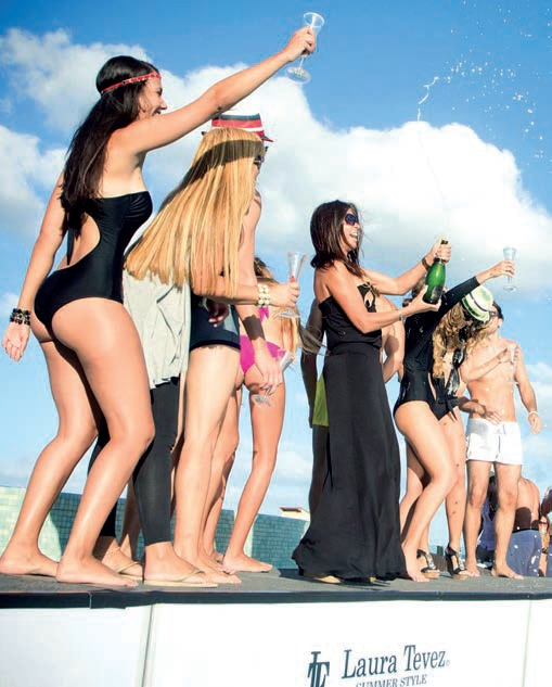 Fashion show a cargo de laura tevez summer style en la for Pool en keeshonden show