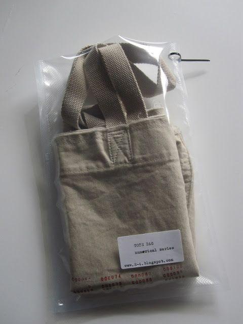 E4: tote bags