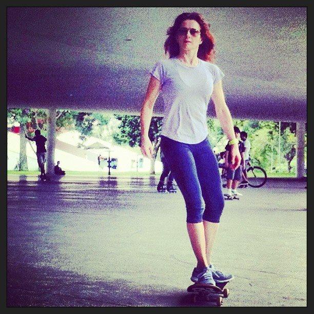 Em uma hora de skate dá para queimar até 500 calorias. Olha a Angelica, diretora da Boa Forma, fazendo suas manobras radicais!
