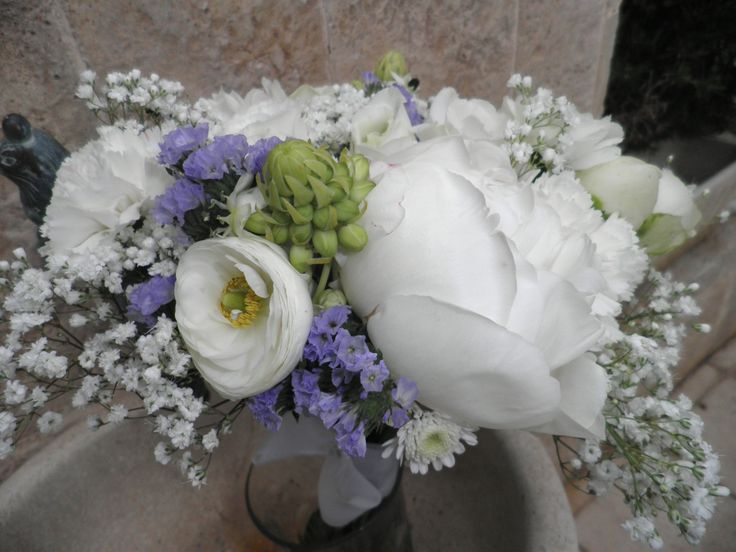 Ramo  de  peonais, ranunculos blancos , ornitogaltum con un toque lila.  Coleccion Petty 2014 Creacion de Petty Perez-Manglano. Decoracion  Floral, Valencia.España