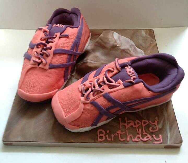 running cake g teau asics chaussures de course a pied happy birthday g teau. Black Bedroom Furniture Sets. Home Design Ideas