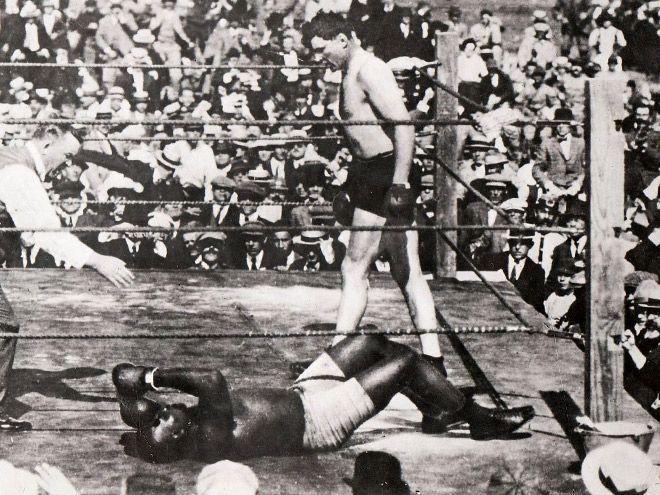5 апреля 1915 года в Гаване (Куба) состоялся самый длительный чемпионский бой боксёров-тяжеловесов в истории. Американец Джек Джонсон, первый темнокожий чемпион мира в тяжёлом весе, отстаивал свой титул в бою с соотечественником Джессом Уиллардом.