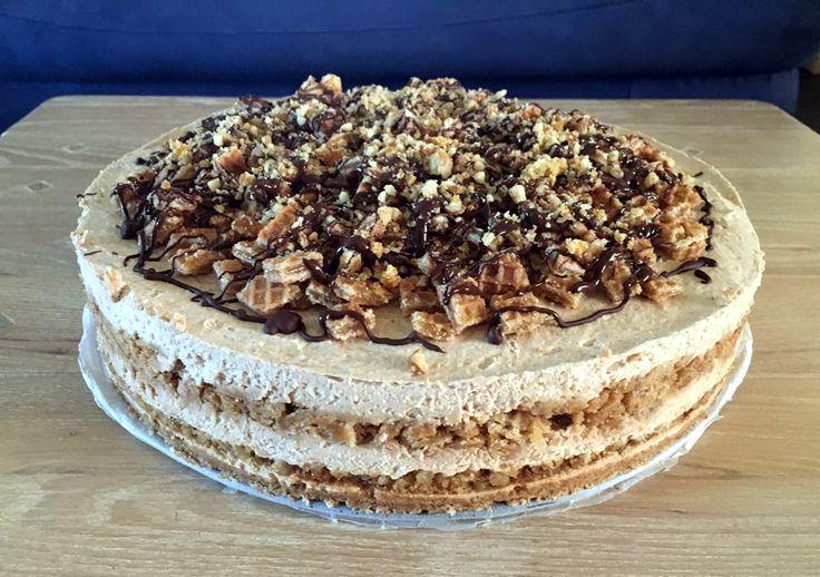 Een guilty pleasure: heerlijke en machtige taart met #karamelsmaak. Met #stroopwafels, #slagroom, verse #roomkaas, zelfgemaakte #nougatineen een vleug #kaneel-#vanille.