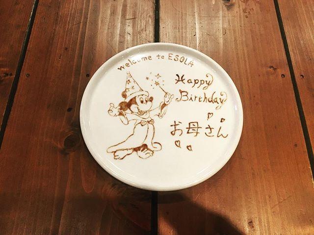 . . 今日は娘さんからお母さんに対してのバースデーですごいほっこり😊 最近、バースデー増えてきて嬉しいなぁ😂  #off#dayoff#birthday#wedding #birthdayplate#designplate#disney#ディズニー#ミッキー#ミッキーマウス#chocolate#chocoarte#チョコレート#チョコアート#halloween#happyhalloween #disney#ESOLA#esolasibuya#wine#bar#italian#スパークリングワイン#ワイン#グルメ#肉#いいね#フォロー#follow#followme