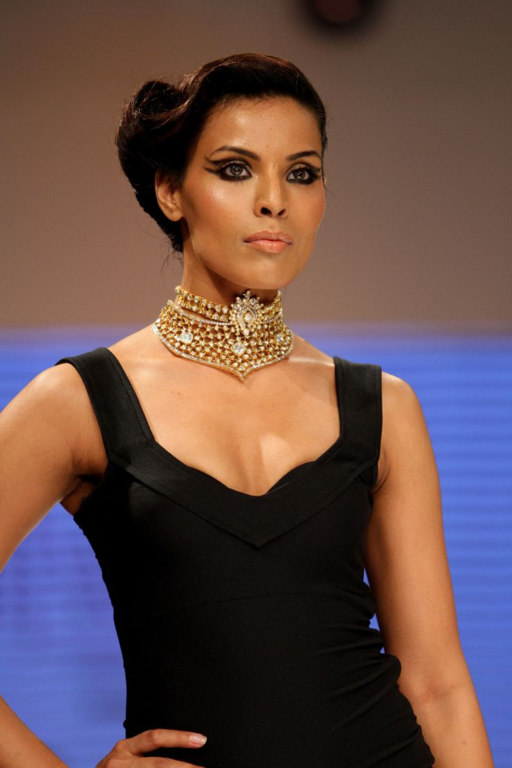 Uncut #diamond collection epitomizes the brand #Kalajee in an opulent fashion. Each piece here is a unique expression!