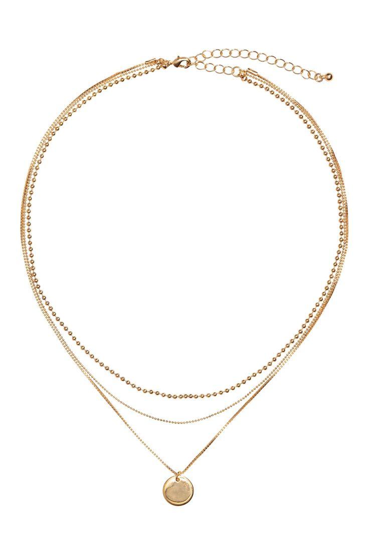 Collana a tre fili: Collana corta formata da tre catene in metallo di varie forme, di cui la più lunga con pendente rotondo. Lunghezza regolabile, 42-49 cm.