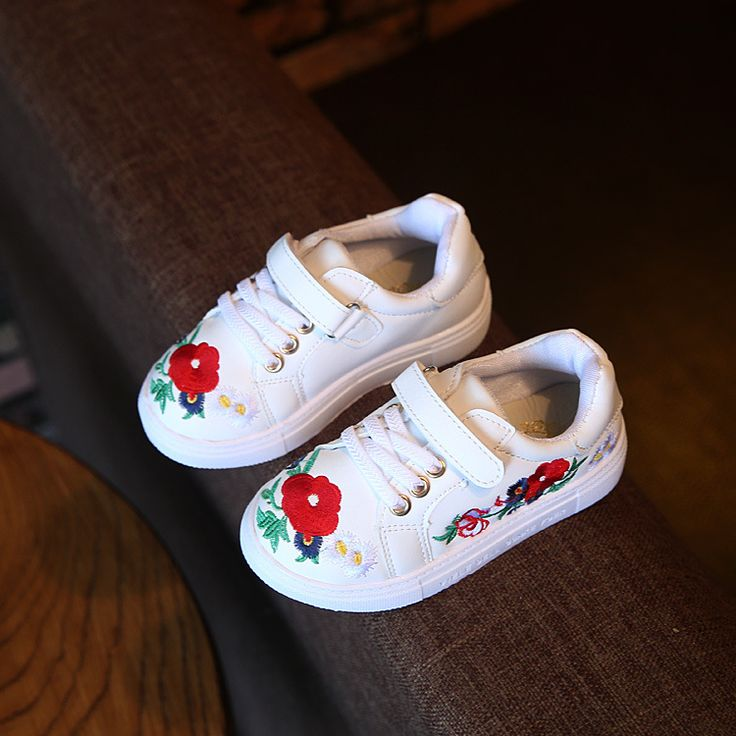秋の子供shoes女の子ファッションカジュアルshoesで花手作り刺繍キッズ女の子通気性shoes