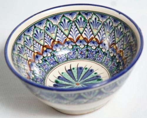 Ceramic tableware Craft of Uzbekistan To your attention is invited to the implementation of the Uzbek national crockery - Spit blue. He is a fine handiwork of craftsmen and made of ceramic. Has a size of 18 cm in diameter, weighs 200 grams, has a green color, and painted with oil paints and glazed with guashnymi.