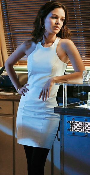 Hart of Dixie's Fashion Credits Season 2, Episode 12 Zoe Hart (Rachel Bilson) shows off her physique in a fitted white Mason dress.