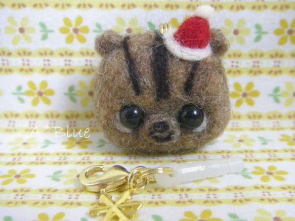 「ハンドメイドクリスマス2014」ちっさいシマリスちゃんのスマホピアス♪羊毛フェルトで作ったサンタさん仕様のシマリスちゃんです♪♪ちいさくってコロンとしてます...|ハンドメイド、手作り、手仕事品の通販・販売・購入ならCreema。