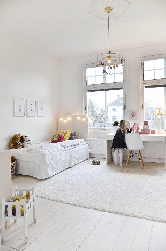Lampan.  Beautiful child's room in white. Drömhus | En till Sköna Hem webbplats