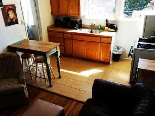 Apartment in Downtown Santa Barbara (A) Santa Barbara (California) Situated 900 metres from Antioch College and 1.3 km from Santa Barbara City College, Apartment in Downtown Santa Barbara (A) offers accommodation in Santa Barbara. The unit is 5 km from Westmont College.