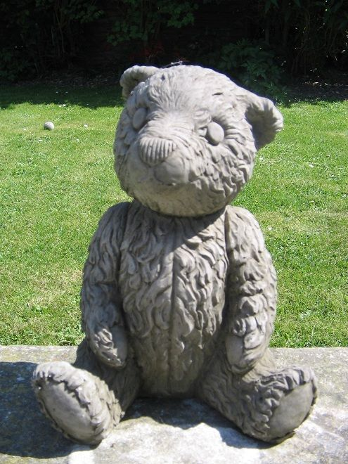 The Small Mother Teddy Bear Statue