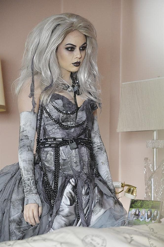Mona is the cutest, most '80s-looking ghost we've ever seen. Source: ABC Family