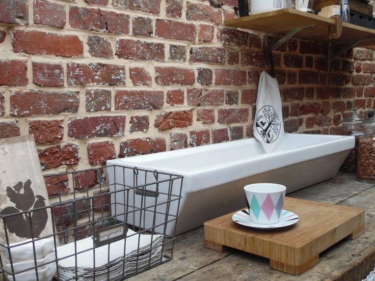 ancien lavabo d 39 cole primaire en c ramique blanche meubles et rangements par lili broc. Black Bedroom Furniture Sets. Home Design Ideas