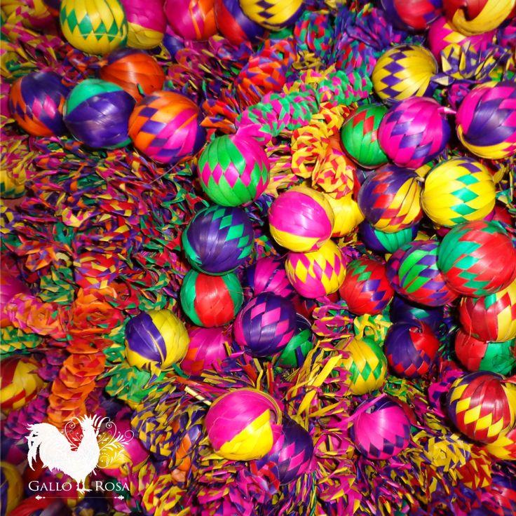 Llena tu mundo de colores con nuestros diseños únicos.. #GalloRosa #HechoConElCorazon #HechoAMano #Artesanos #Diseño #Pasión #Cultura