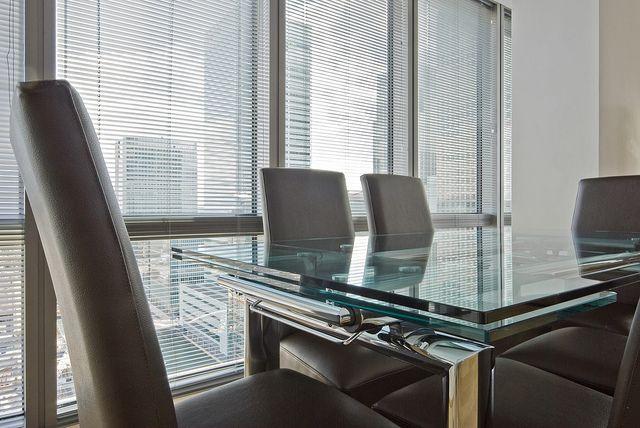 Vergaderen zonder gestoord te worden door zonlicht? Veneta biedt handige en voordelige oplossingen voor bedrijven.
