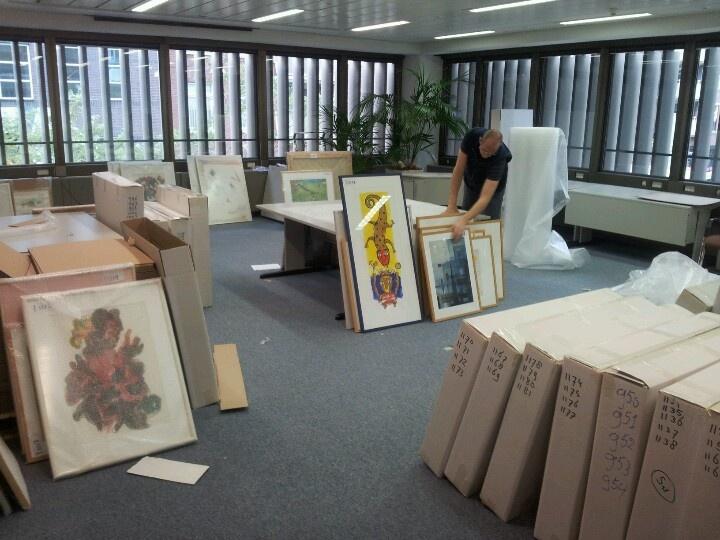 Lopend verhuisproject in beeld: Grootschalige kunstverhuizing van 2.300 kunstwerken in Den Haag.