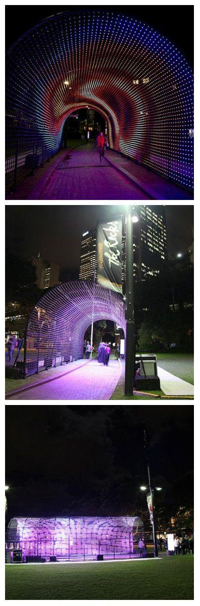 Тысячи светодиодных лампочек составляют туннель надежды