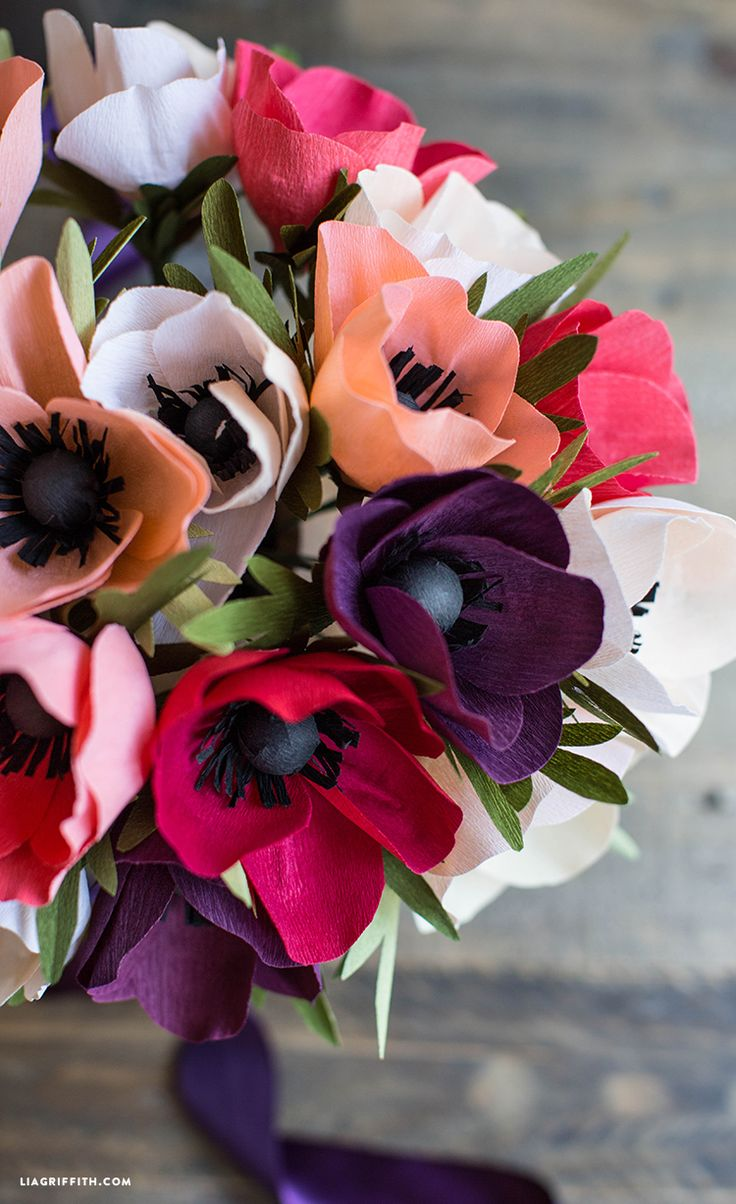 Click in for Lia Griffith's how-to on making this beautiful crepe paper anenome flower. Embrace its adaptable uses, from wedding bouquets or centerpieces to home decorations!