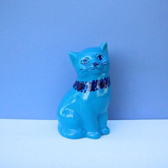Guldkroken, Märtha Grunditz, ceramic handpainted cat. Swedish mid century design.