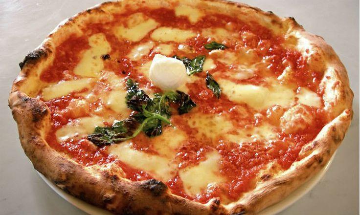 L'impasto pizza sorbillo ricetta fantastica e semplice da preparare,pizza croccante e saporita,classica napoletana!Una pizza favolosa e gustosa!Ottima anche da cuocere nel fornetto ferrari! &…