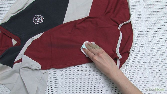 how to clean oil off clothes