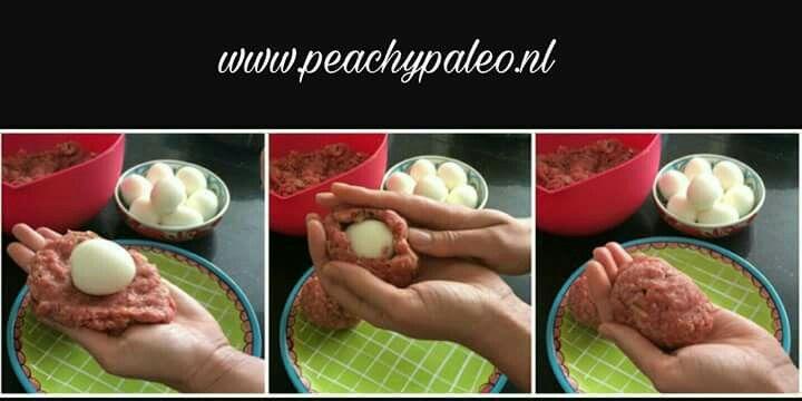 #Paasideeën: Verborgen eieren, dus eieren verborgen in gehakt. ➡Kook een paar eieren halfzacht. ➡Gehakt kruiden naar wens  ➡Wikkel ei in gehakt als op de foto ➡Bakken  Lekker op brood