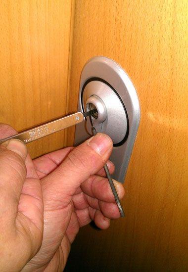 Apertura de puertas las 24 horas día cerrajerobetera.com