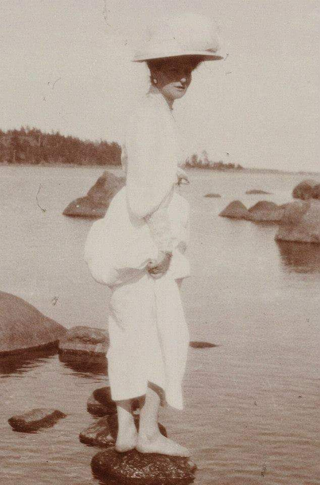 """Holiday pose with the Empress Alexandra Feodorovna of Russia. """"AL"""""""