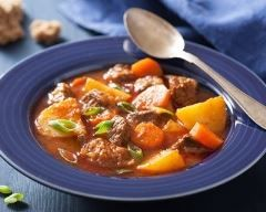 Mijoté de bœuf aux tomates, carottes et pommes de terre (facile, rapide) - Une recette CuisineAZ
