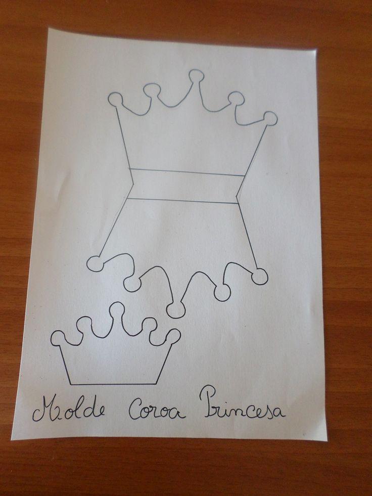 Dando continuação à preparação da festa das princesas hoje comecei a fazer as coroas, confesso que ando com um pouco de preguiça. Depois das varinhas de pr