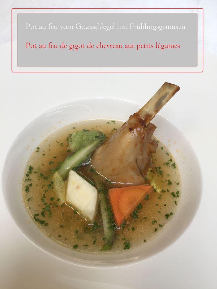 Gitzi und Consomme;  Gitzi im Bouillonansatz im Drucksteamer über Nacht gegart, danach im Drucksteamer geklärt. Gemüse separat im Fond blanchieren mit Kerbel und Zitronengras parfümieren
