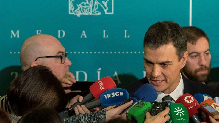 Pedro Sánchez y su autoinvitación a Sevilla: dos minutos amago de deshielo y sin foto con Susana Díaz