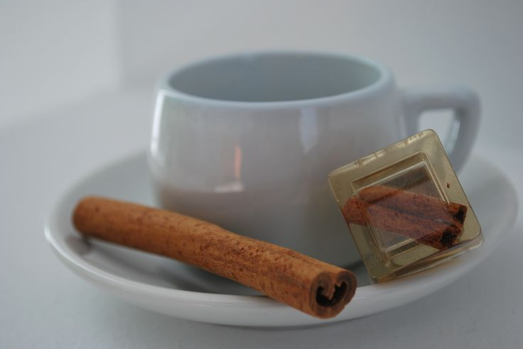 Resin ring filled with cinnamon