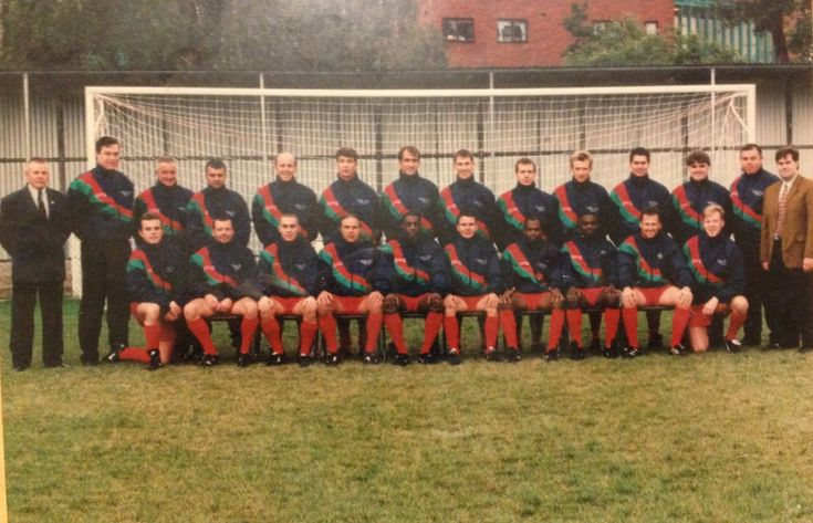 Photo of the 1995/96 Bracknell Town men's first team.