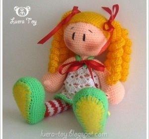Muñeca amigurumi rubia