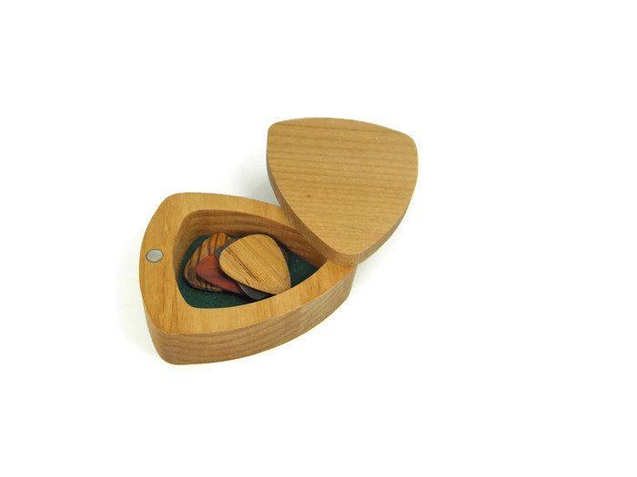 alder wood guitar pick box with 5 wood picks custom engraving aviailable make this your. Black Bedroom Furniture Sets. Home Design Ideas