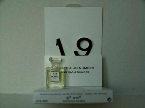 tres rare miniature de parfum n 19 poudre chanel de chanel pinterest miniature de. Black Bedroom Furniture Sets. Home Design Ideas