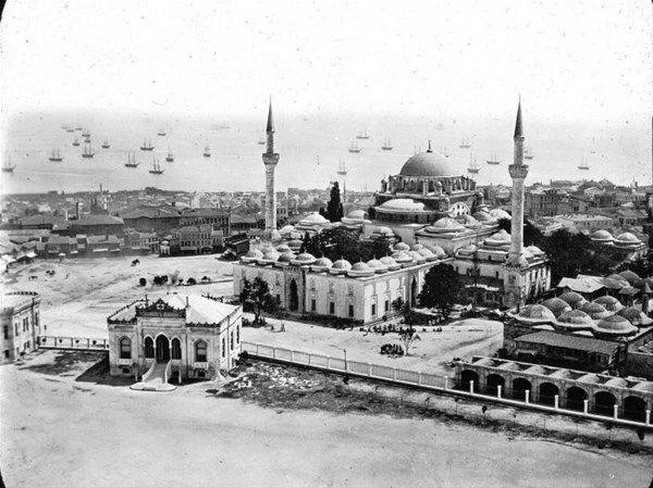 Osmanlı İmparatorluğu döneminde, 1890 ve 1900 yılları arasında çekilen bazı İstanbulfotoğrafları...
