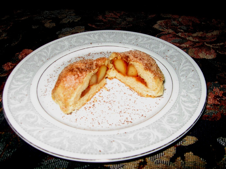 Apple stuffed buttermilk biscuits.Buttermilk Biscuits, Stuffed Buttermilk, Apples Stuffed
