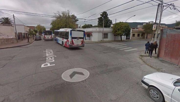 Un motociclista que llevaba a una mujer embarazada chocó con un auto: El accidente ocurrió hoy a la tarde en avenida Arenales. El…