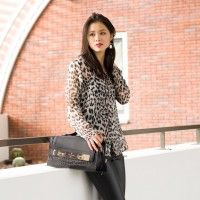 Animal print vs. Leather pants -  http://www.thebeautymusthaves.com/fashion/outfit-leather-pants-vs-animal-print-top/
